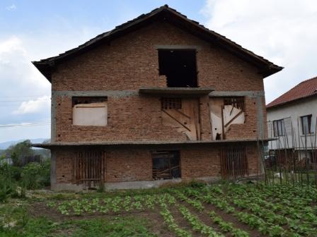 ID -240, Баня Къща с голям парцел за продажба